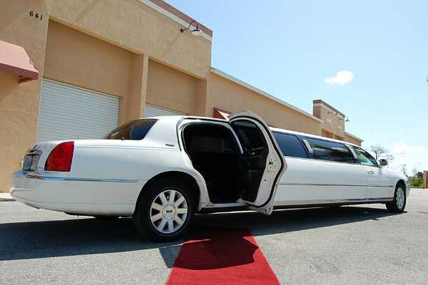 8 Person Lincoln Stretch Limo Atlanta